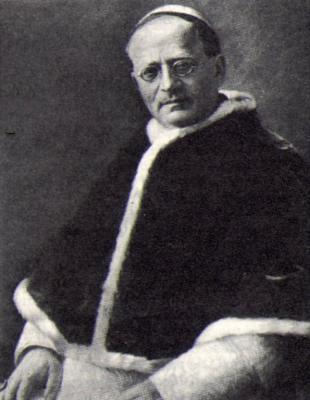 """Auf der Brancahütte (Ortler) hängt ein riesiges Bild von Ambrogio Damiano Achille Ratti. Er war 1890 zusammen mit Gadin, Proment, und den Brüdern Bonin der Erstbegeher des Mont Blancs (4.807m) von der italienischen Seite aus (im Abstieg). Aus Achille Ratti wurde später Papst Pius XI... Er wird auch """"Il Papa Alpinista"""" (Papa=ital. Papst) genannt, u.a. auch weil er am 20.8.1923 Bernhard von Menthon zum Schutzpatron der Bergsteiger ernannt hat. Eine Route durch die Westwand der Aiguille Noire heisst """"Rattiweg""""."""