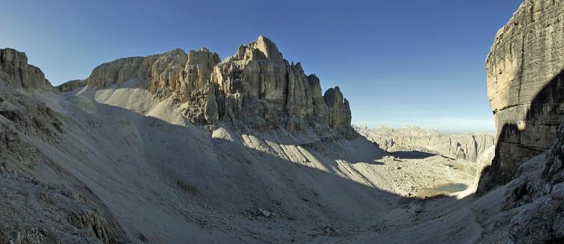 Dolomitenidylle im Kar oberhalb der Pisciadu-Hütte, Foto: www.tourenwelt.at