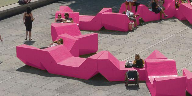 Pinke Möbel im Wiener Museumsquartier