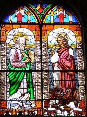 Hohes Kirchenfenster zum Ansehen