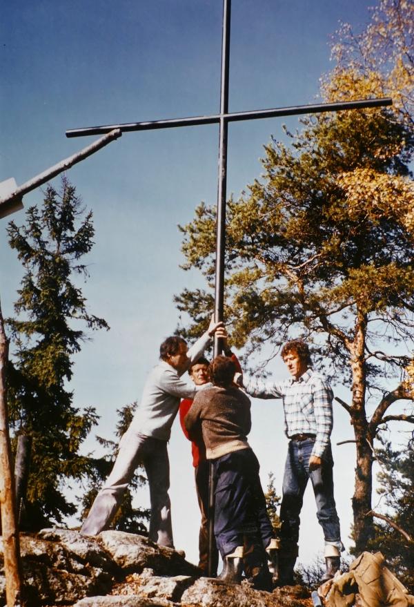 Das Gipfelkreuz auf dem Zeißberg wurde am 20. Oktober 1979 aufgestellt.